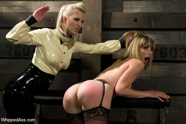 Cherry Torn spanks Mona Wales in Dominating A Dominatrix